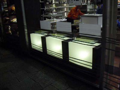 土産物店の行灯什器2