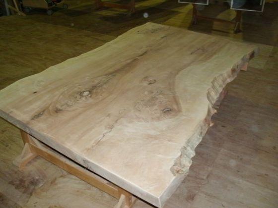 栃(トチ)無垢一枚板ダイニングテーブル3