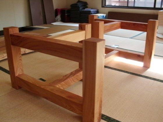 栃(トチ)無垢一枚板ダイニングテーブル4